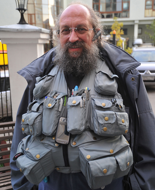Анатолий Вассерман уже давно летает без багажа :)
