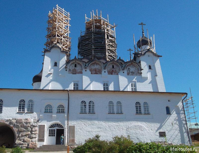 Во времена игумена Филиппа был построен главный Спасо-Преображенский собор монастыря
