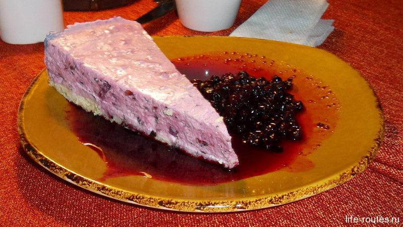Карельянкейк - десерт из творога с брусникой