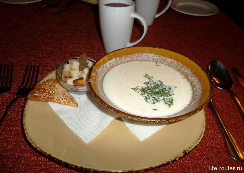 Праздничный суп Лохикейтто из филе лосося с добавлением сливок