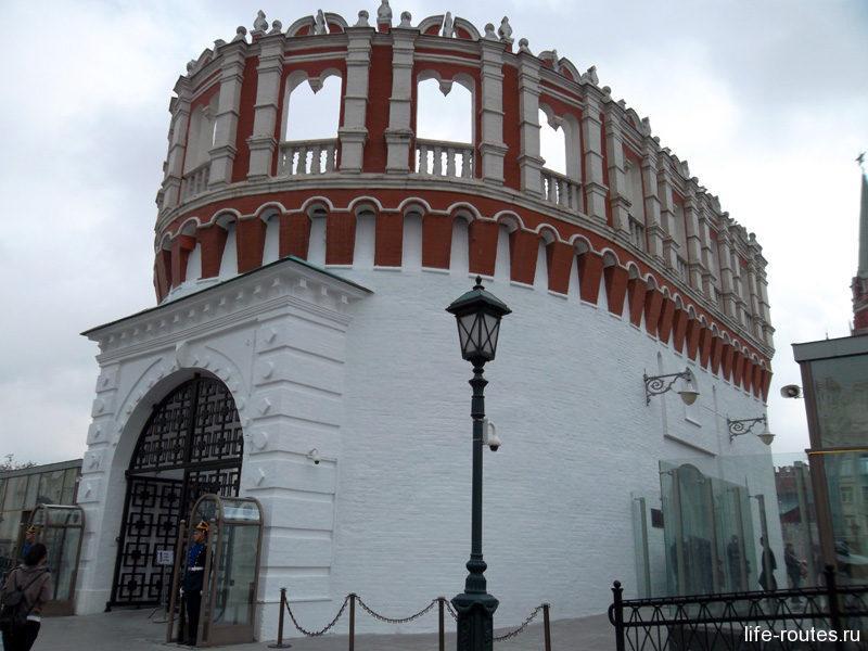 Кутафья башня - единственная сохранившаяся предмостная башня Кремля