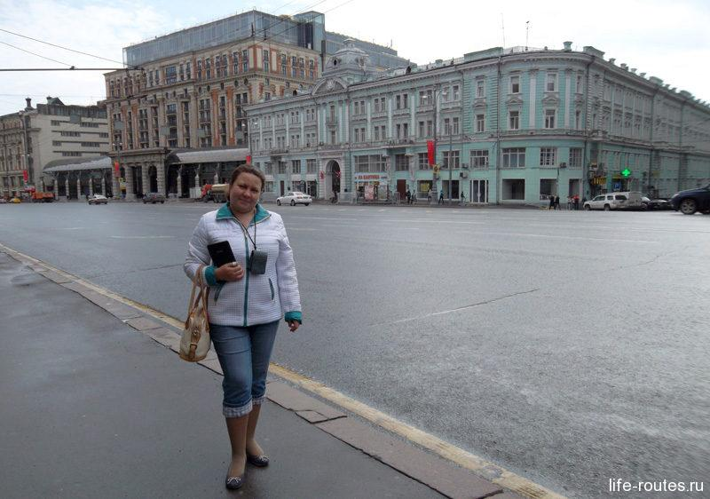 За моей спиной Постниковский пассаж и центральный фасад отеля Ritz-Carlton