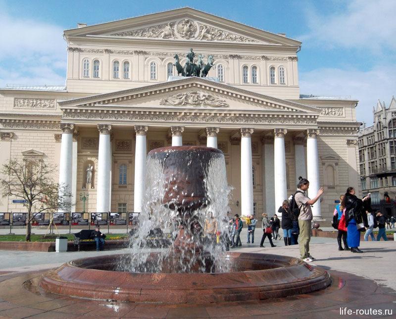 Театральная площадь с самым узнаваемым Большим театром