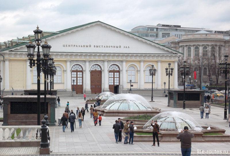 Манежная площадь знаменита своими фонтанами