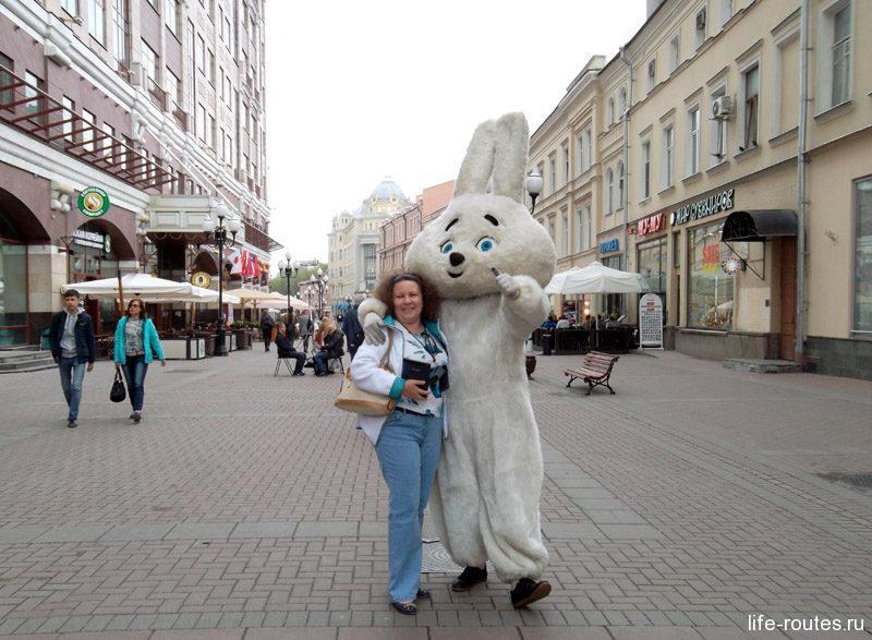 Бойтесь таджикских зайцев на Арбате! Они могут появиться в вашем кадре из ниоткуда, а потом потребовать за фото 100 рублей!