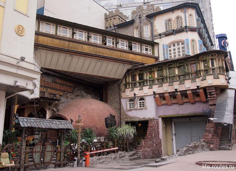На Арбате очень много милых кафе и ресторанчиков