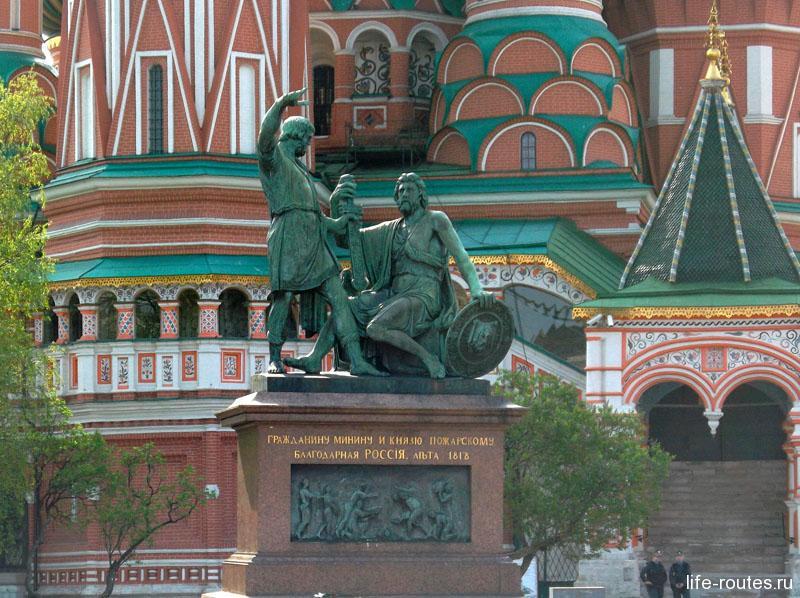 Памятник К. Минину и Д. Пожарскому считается первым памятником Москвы