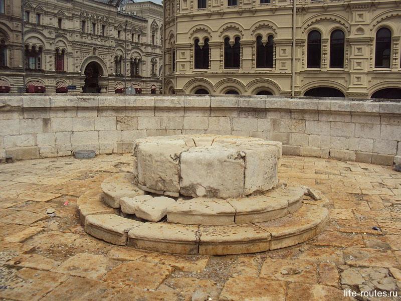 Долгое время Лобное место использовалось для оглашений царских указов
