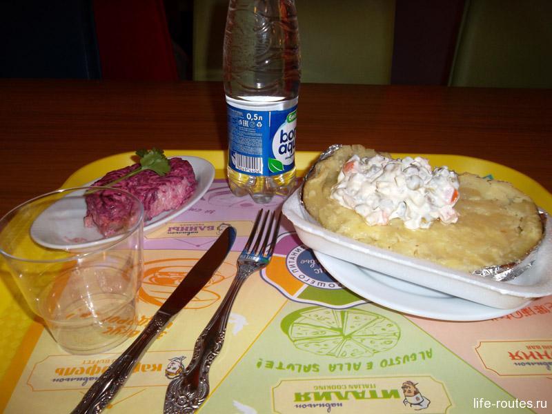 Запеченный картофель с маслом и сыром пользуется огромной популярностью