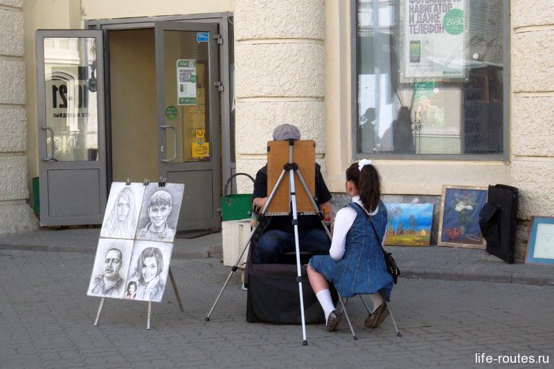 Баумана - улица художников и музыкантов, отличное место для прогулок