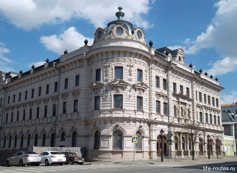 Александровский пассаж - одна из достопримечательностей улицы Кремлевской