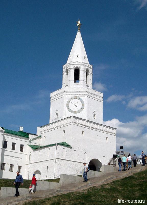 Спасская башня Казанского Кремля с малиновым звоном