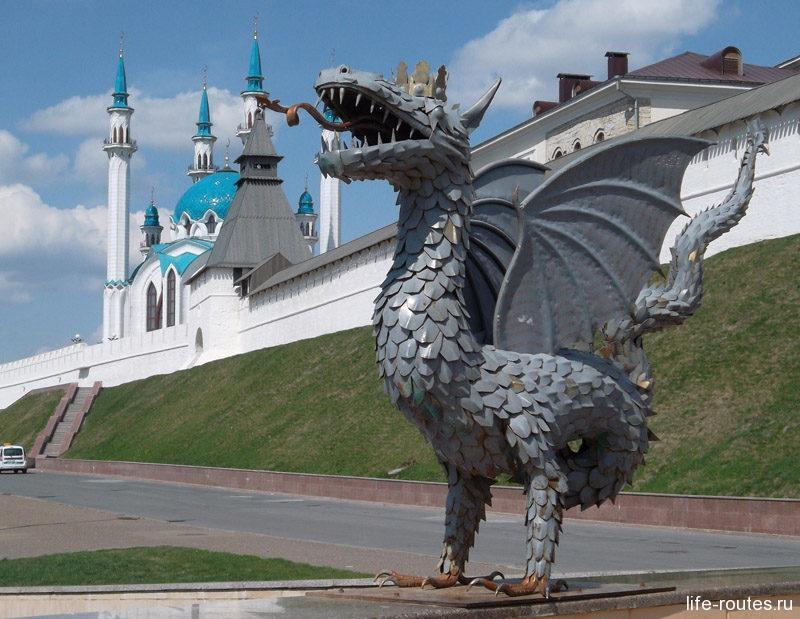 Змей Зилант - символ Казани. Он изображен на флаге и гербе города