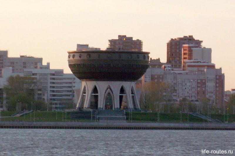 "Центр семьи ""Казан"" напоминает гигантскую чашу"