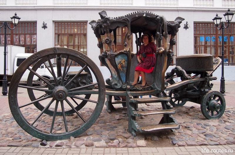 На память о пребывании в городе, императрица Екатерина II подарила казанцам свою карету