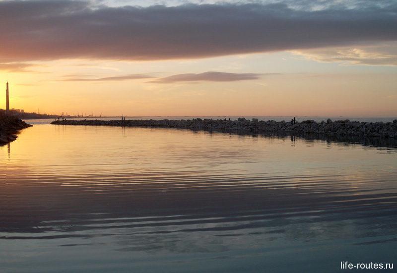 Каспийское море - еще одна неотъемлемая достопримечательность Махачкалы