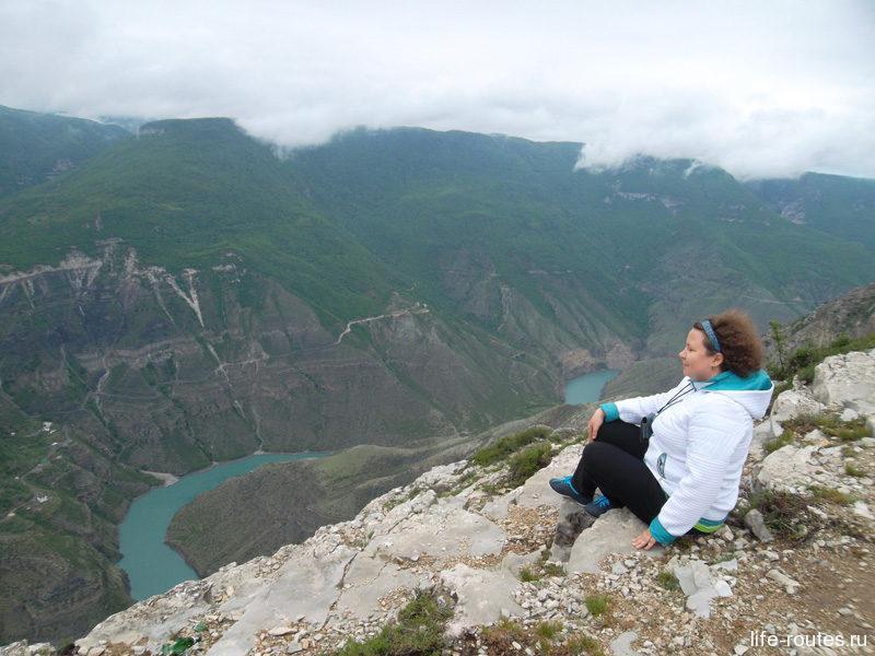 Неповторимые ощущения сидеть на краю обрыва на высоте двух километров и любоваться, как под тобой плывут облака...