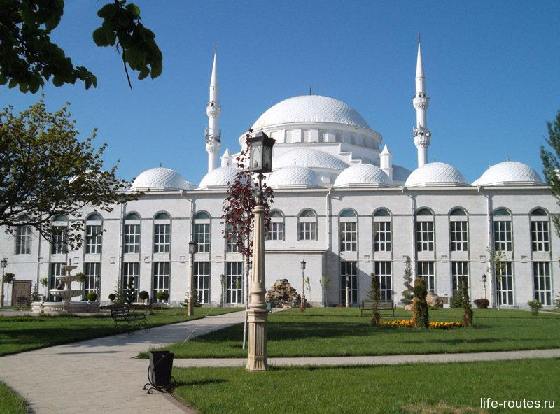Джума-мечеть - главная жемчужина на карте достопримечательностей города Махачкала