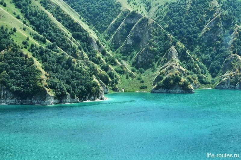 Кезенойам находится на границе сразу двух республик - Чечни и Дагестана