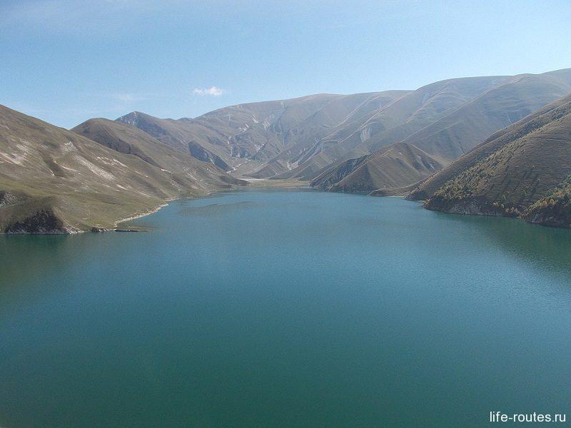 Цвет воды в озере сильно зависит от погоды
