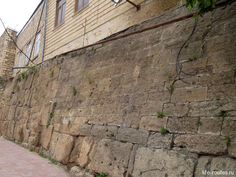 Фрагмент южной городской стены VI в.