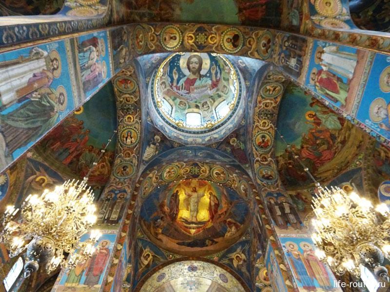 Храм Воскресения Христова считается крупнейшим в России музеем мозаики