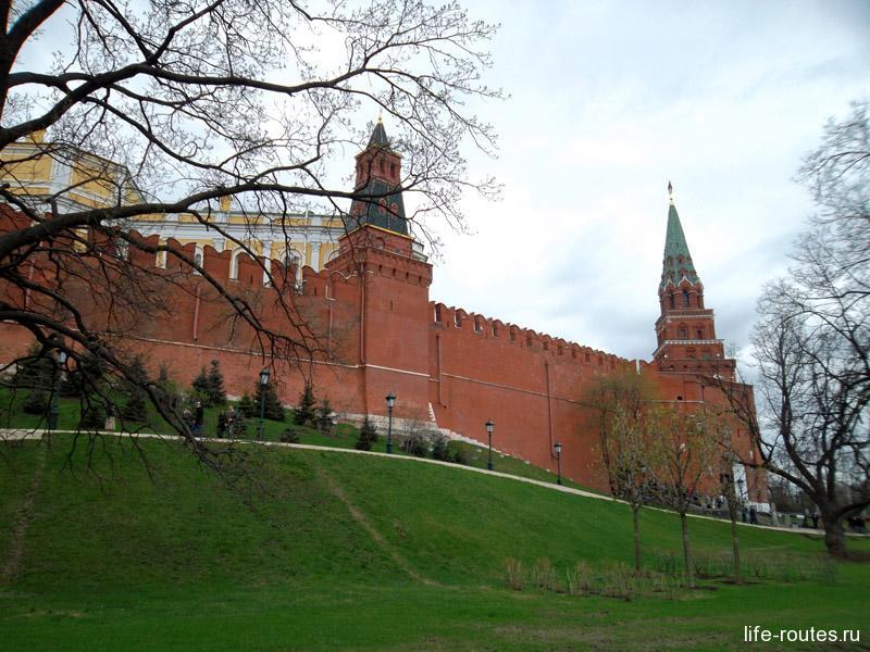 Оружейная и Боровицкая башни Кремля