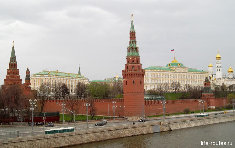 От Боровицкой башни до набережной Москва-реки некогда пролегал Нижний сад. В наши дни он закрыт для посещений