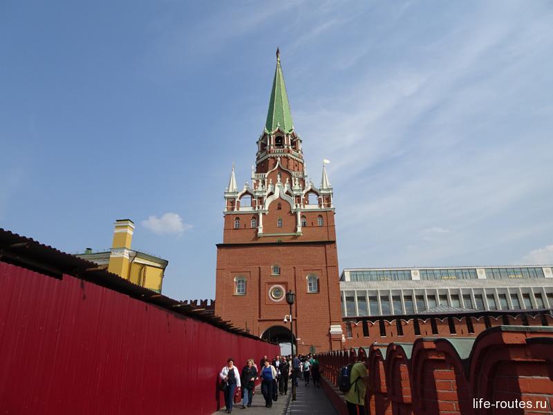 Троицкая башня и одноименный мост